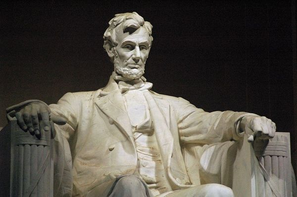 Lincoln Monument In Chicago Destroyed