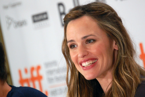 Jennifer Garner Praises Women, Slams Men