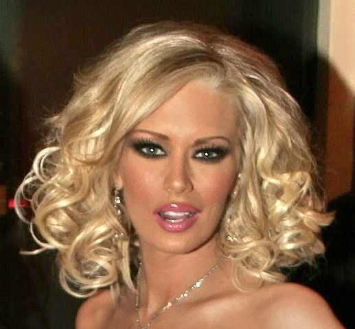 The Adult Film Star Stepping Up to Defend Trump, Bash CNN