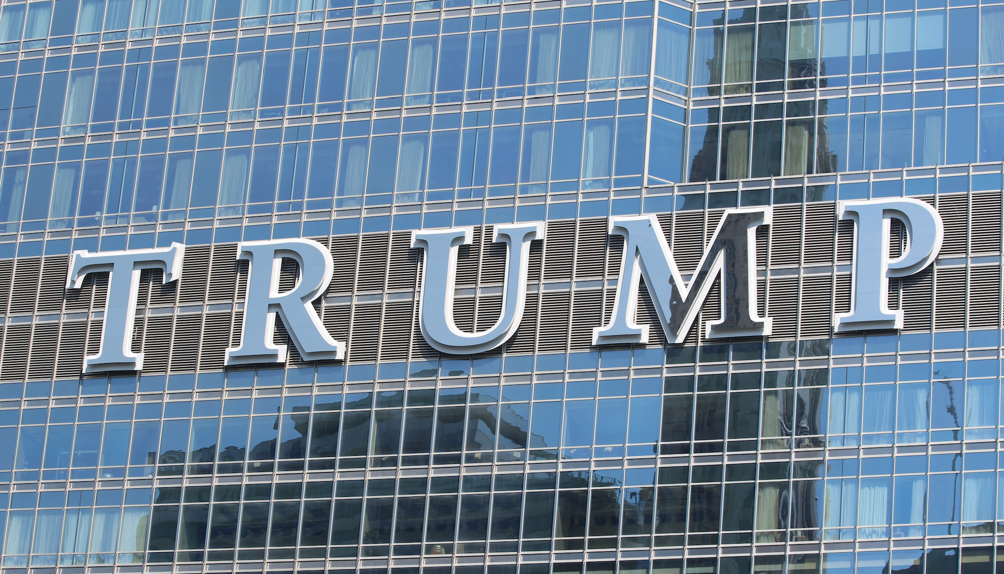 Thousands of Americans Plan to Moon Trump Tower in Chicago