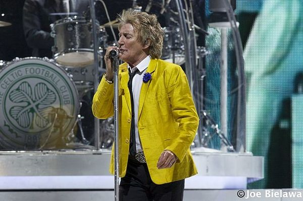 Rod Stewart Apologizes for Thinking a Video With ISIS-Style Beheading Was OK