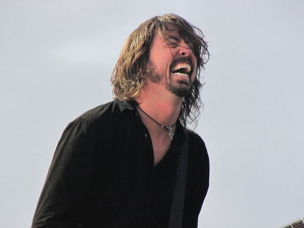 Dave Grohl Serves Food to Firefighters Battling Wildfire