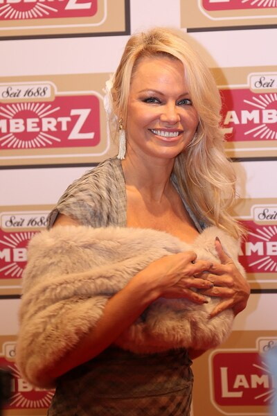Pamela Anderson Clashes With 'View'Co-Host Over Julian Assange