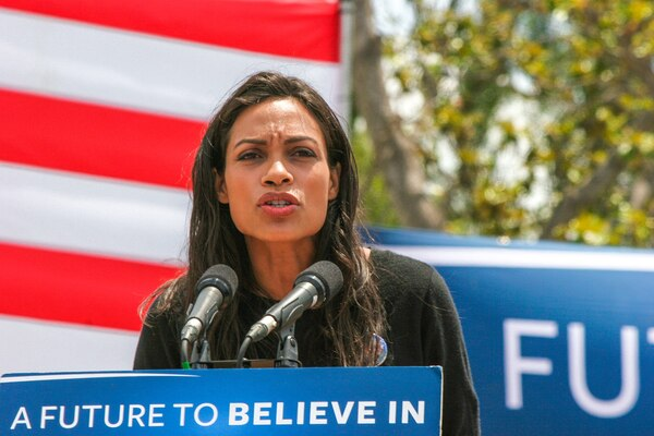 Actress and Girlfriend Of Cory Booker Rosario Dawson Accused Of 'Transphobic Assault'