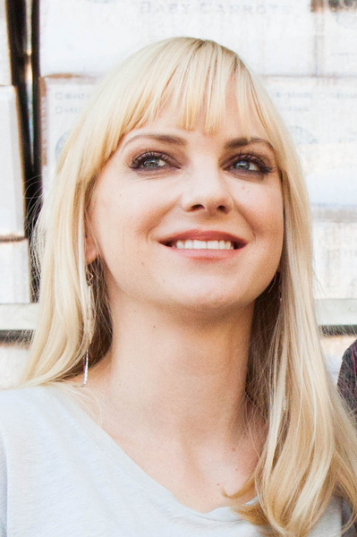 'Scary Movie' Star Anna Faris 'Lucky To Be Alive' After Carbon Monoxide Leak In Home