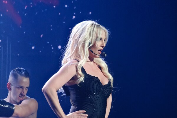 Britney Spears Goes Communist, Calls For 'Redistribution Of Wealth' Amidst Pandemic